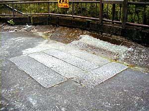 那智山晴明橋の石材