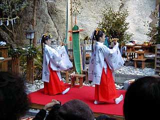 花の窟神社例大祭 御綱掛け神事 ...