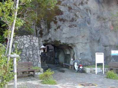 和田の岩門